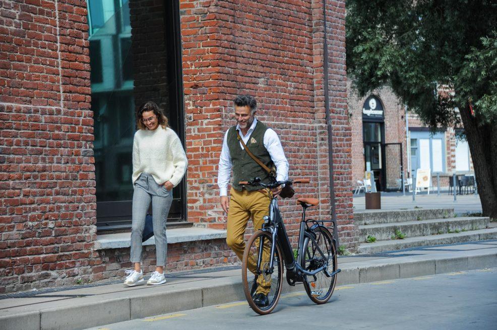 A bicyclette ^* Job version
